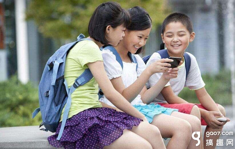 教育部:禁止将手机带入课堂