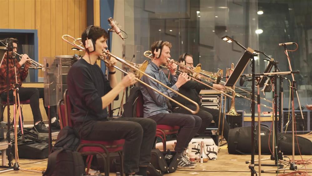 《消逝的光芒2》配乐制作幕后短片 乐器居然是垃圾制作的